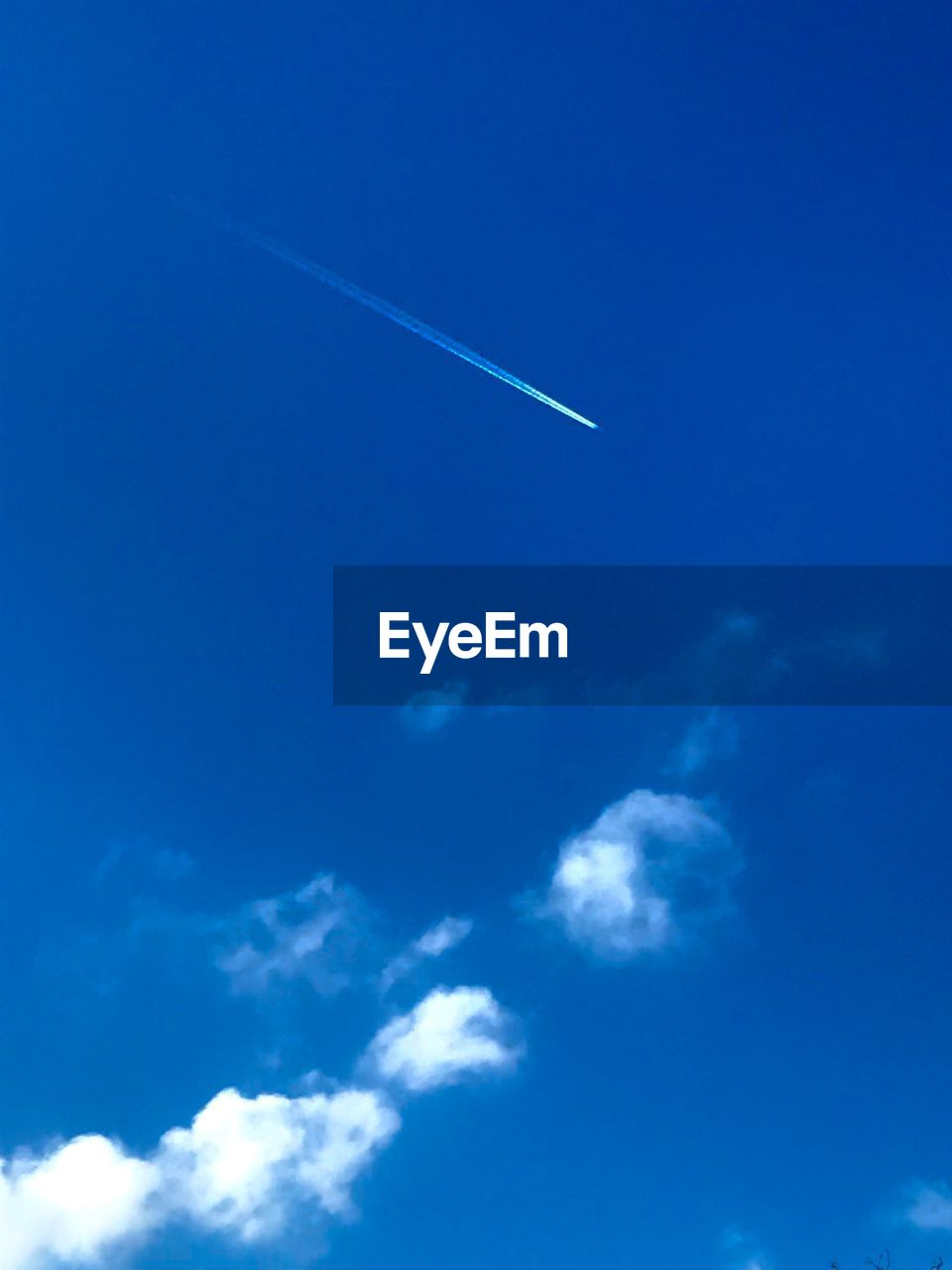 vapor trail, blue, contrail, sky, white, low angle view, scenics, nature, beauty in nature, outdoors, day, no people, cloud - sky, space