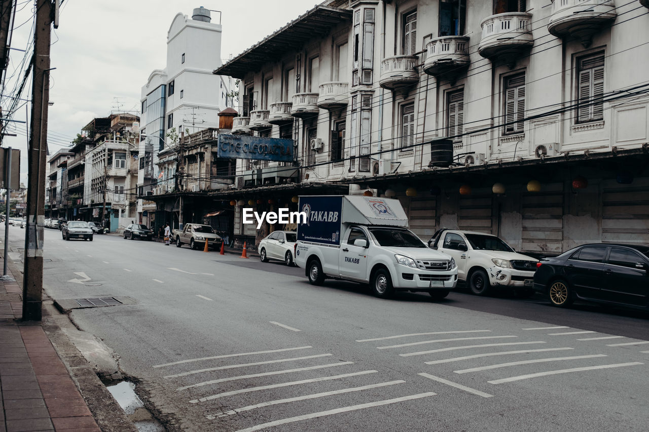 CARS ON CITY STREET BY BUILDINGS