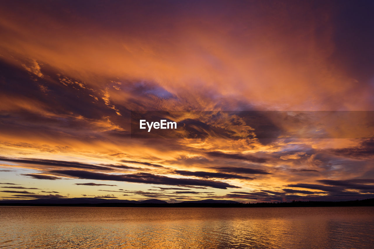 sky, cloud - sky, scenics - nature, beauty in nature, water, sunset, tranquil scene, tranquility, sea, orange color, idyllic, nature, horizon, dramatic sky, waterfront, no people, horizon over water, moody sky, outdoors, romantic sky