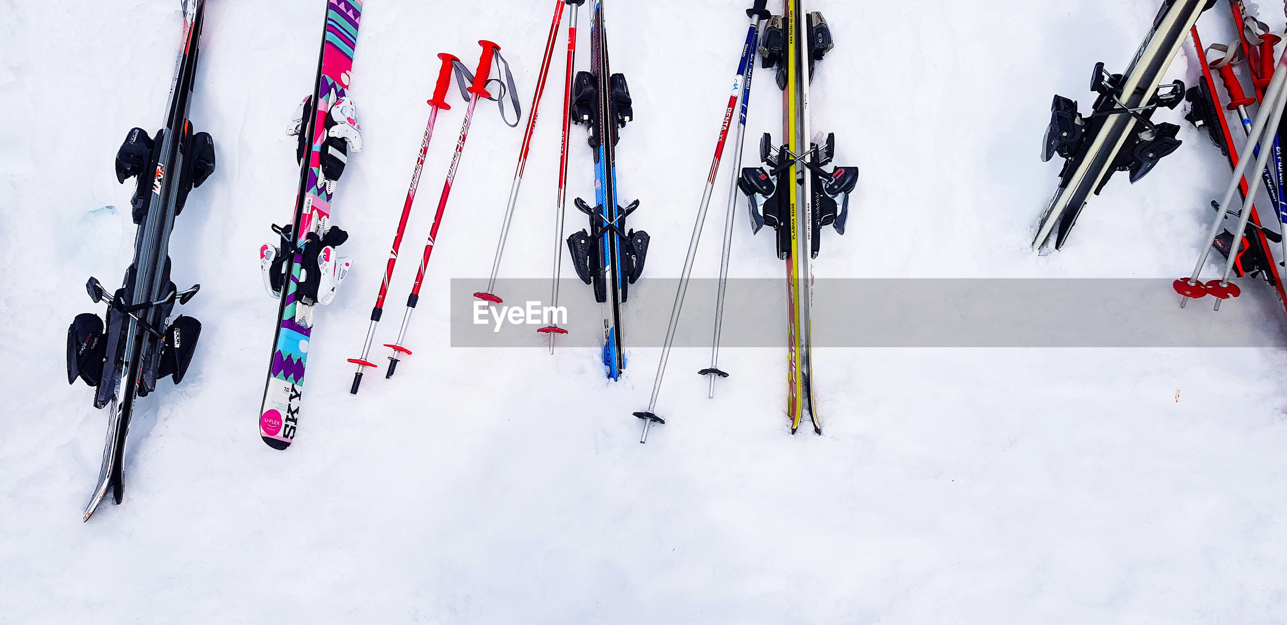 HIGH ANGLE VIEW OF PEOPLE SKIING ON SNOW COVERED LAND
