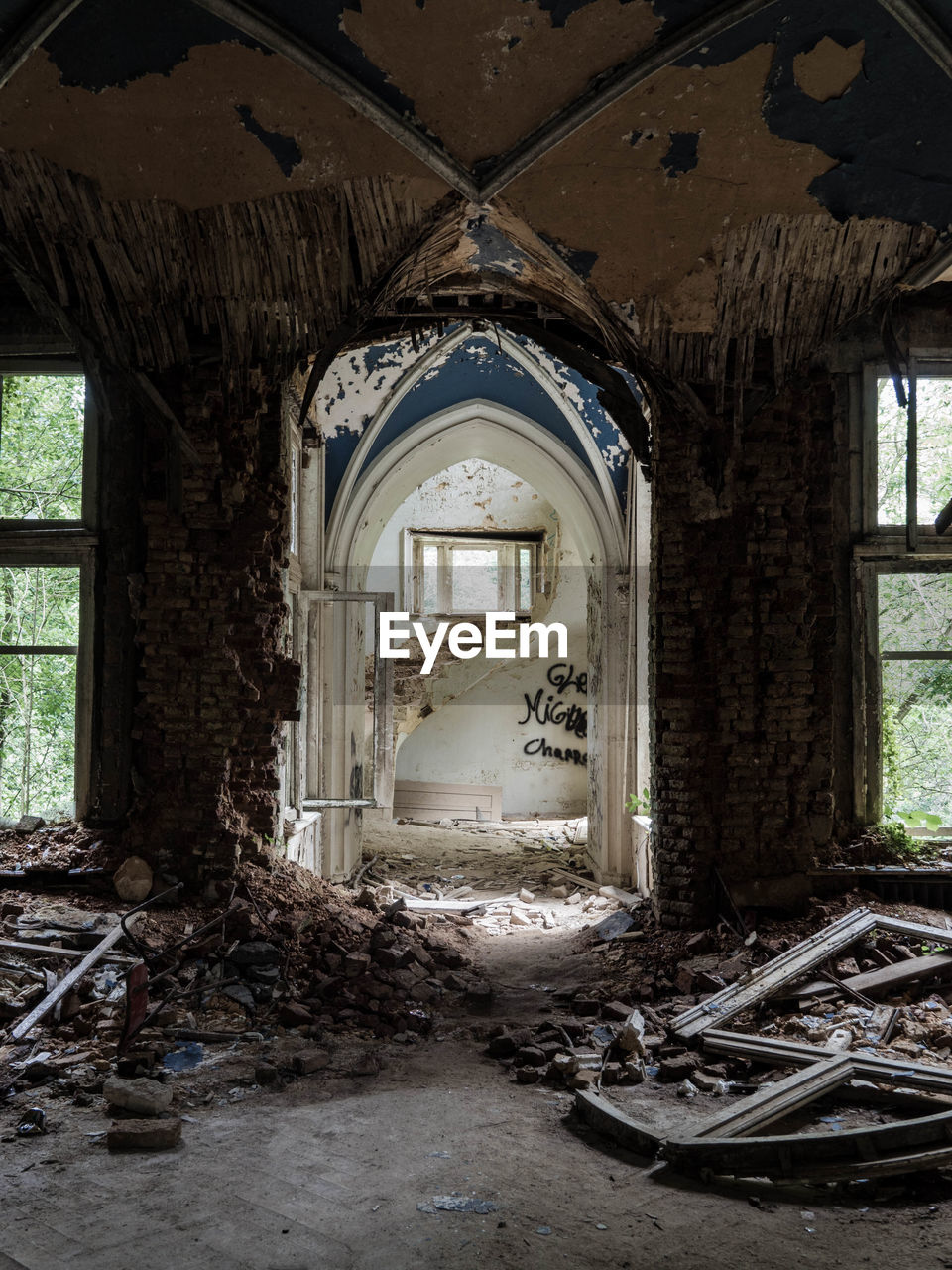 architecture, abandoned, building, damaged, indoors, built structure, window, day, no people, obsolete, house, run-down, dirt, destruction, old, messy, history, ruined, bad condition, dirty, deterioration, ceiling, demolished