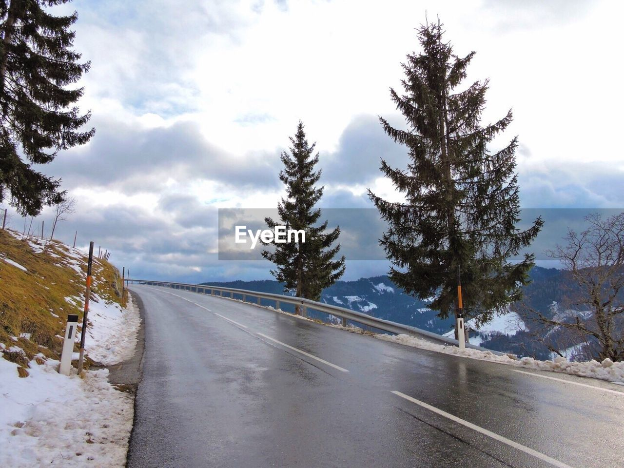 road, the way forward, snow, transportation, winter, nature, tree, diminishing perspective, sky, tranquil scene, scenics, cold temperature, landscape, no people, tranquility, outdoors, day, beauty in nature, winding road