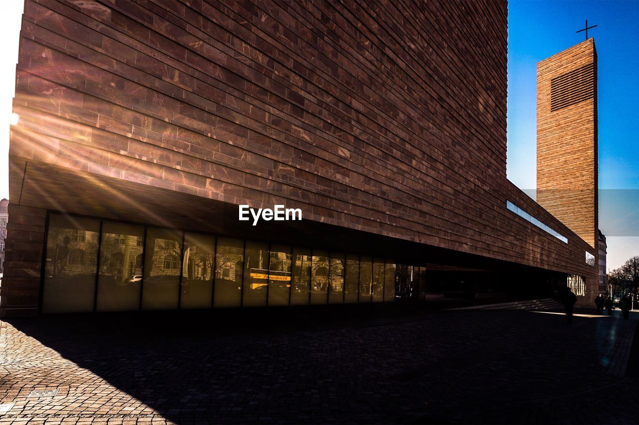 architecture, built structure, building exterior, illuminated, no people, day, outdoors, modern, sky, city