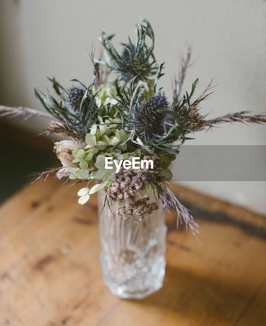 table, indoors, close-up, vase, no people, flower, plant, nature, day, fragility, freshness