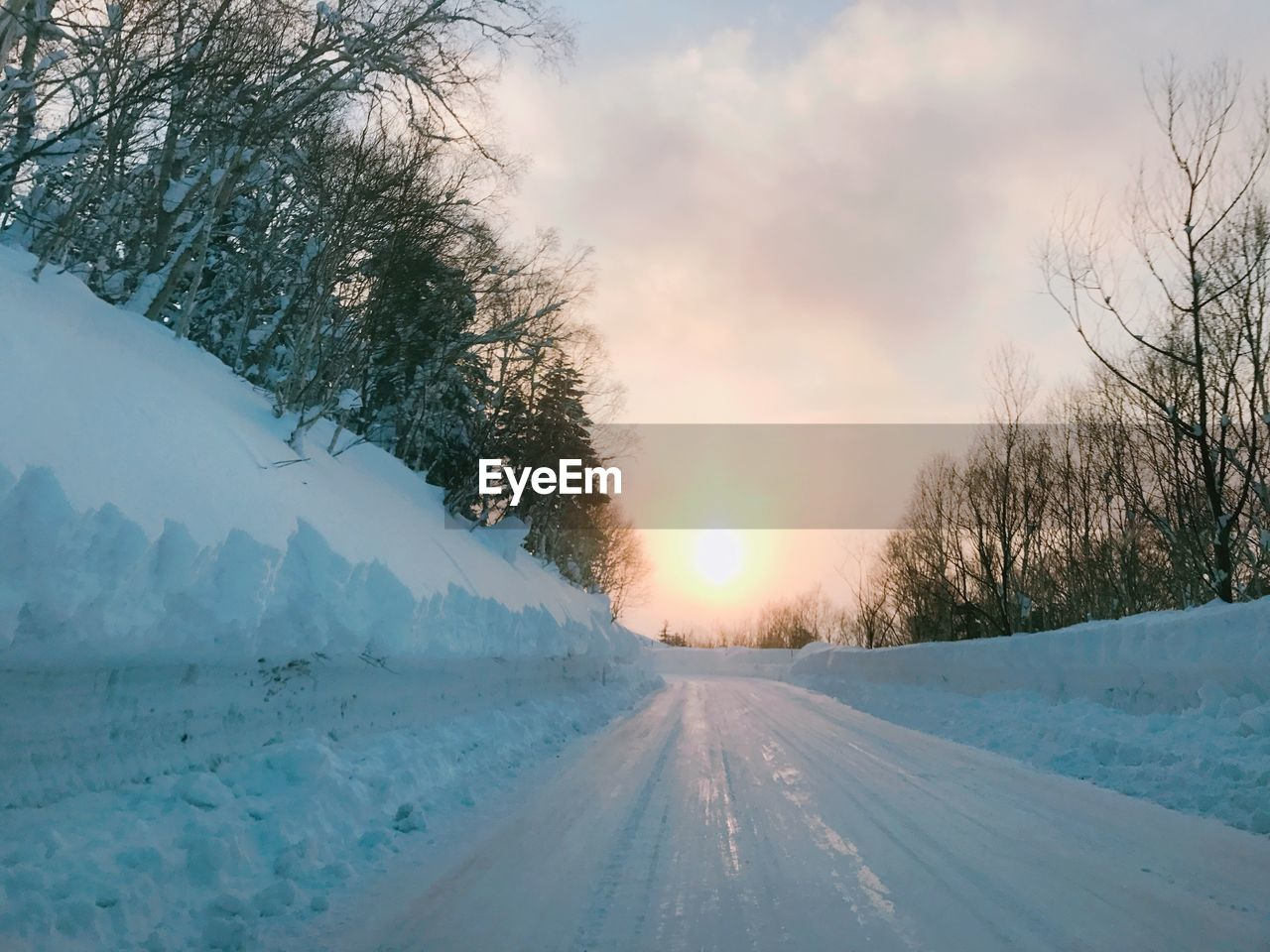 winter, cold temperature, snow, weather, nature, sunset, tree, scenics, beauty in nature, sky, sun, outdoors, road, no people, the way forward, tranquility, tranquil scene, transportation, frozen, bare tree, day
