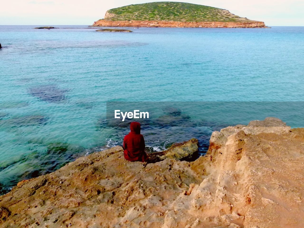 sea, water, nature, beauty in nature, horizon over water, rear view, rock - object, scenics, day, red, tranquil scene, real people, beach, outdoors, tranquility, one person, sky, people