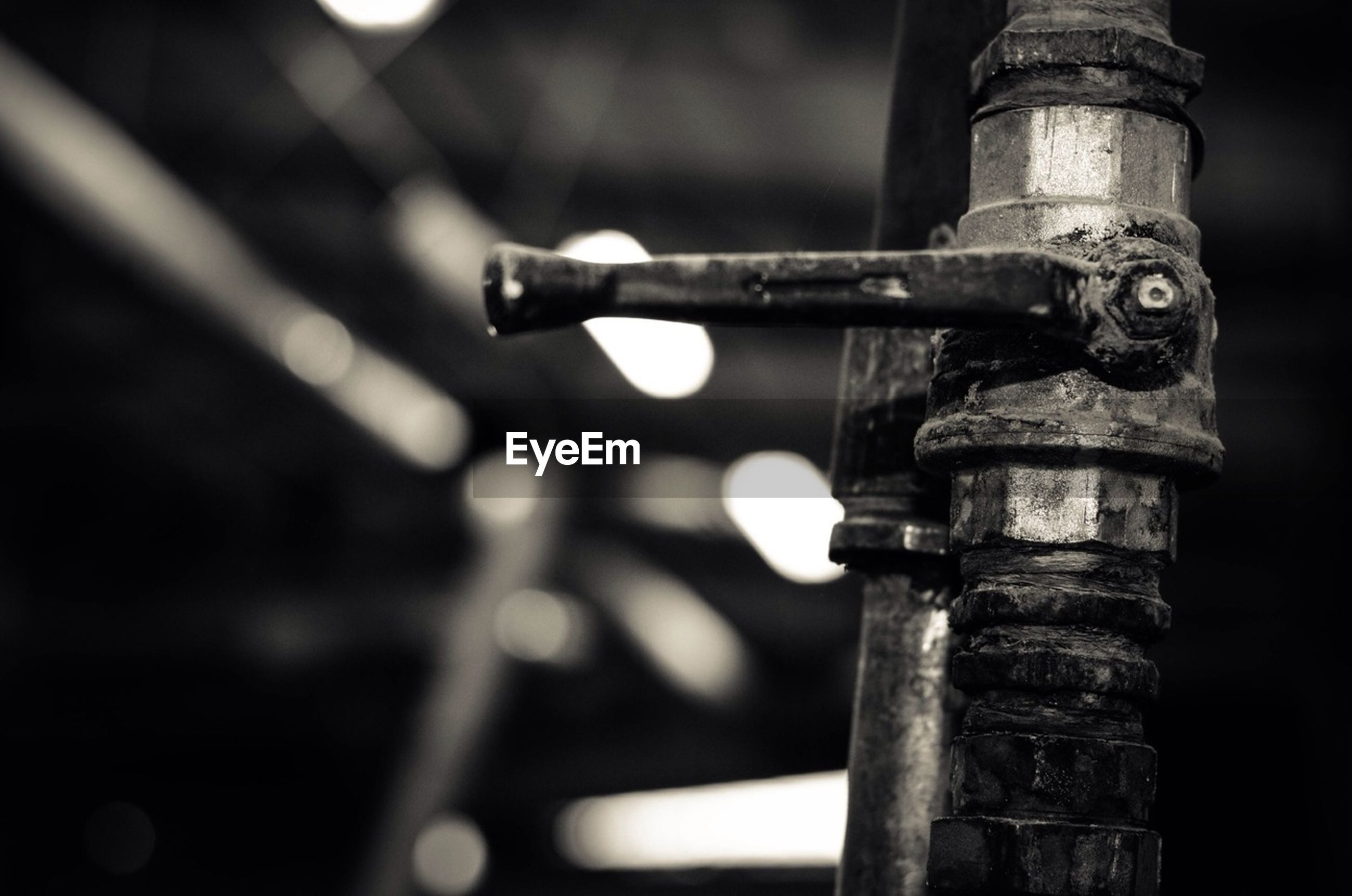 focus on foreground, close-up, metal, metallic, selective focus, rusty, night, no people, outdoors, drop, protection, safety, connection, pole, lighting equipment, part of, detail, hanging, wet