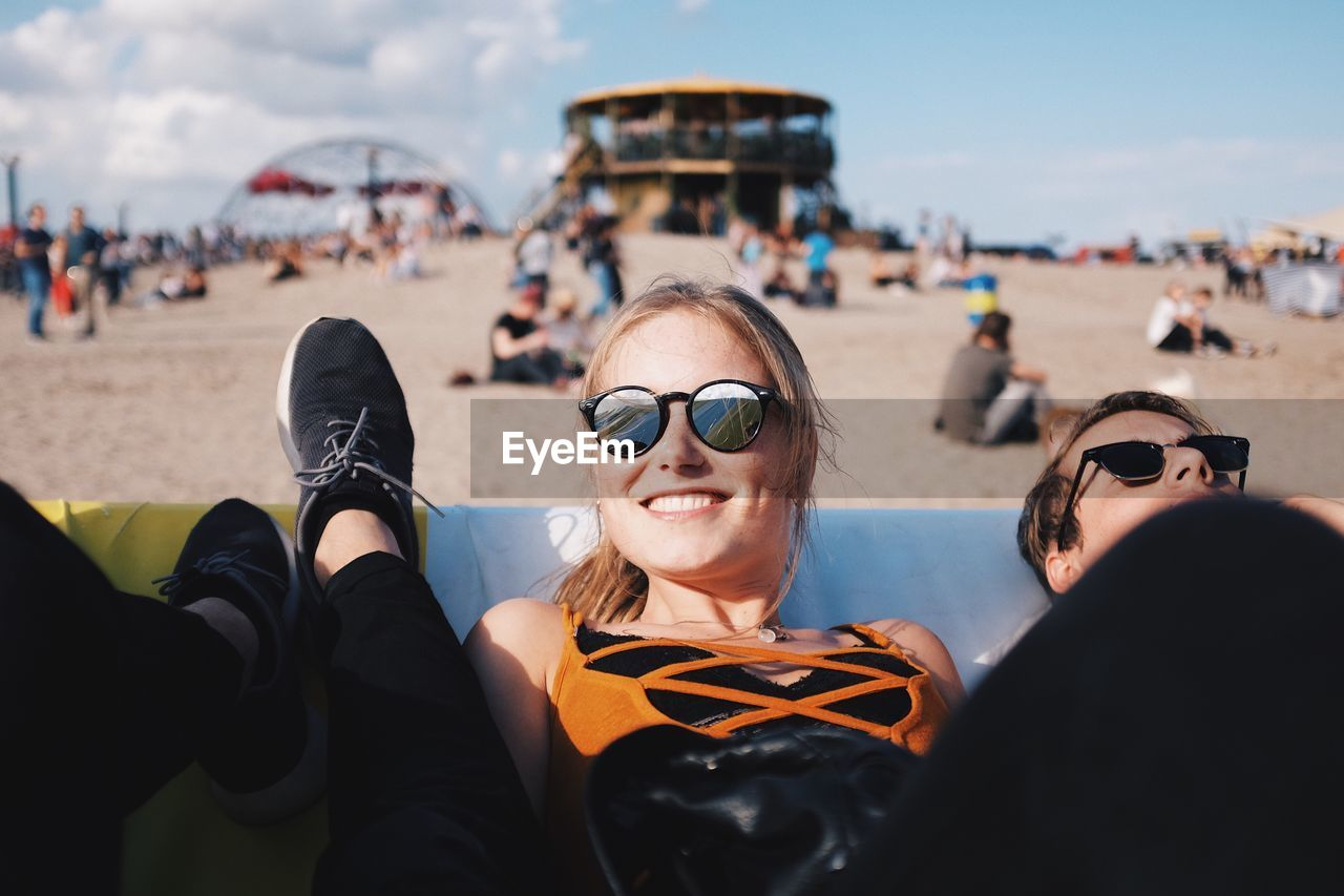 real people, incidental people, leisure activity, day, lifestyles, outdoors, enjoyment, fun, togetherness, vacations, sky, eyeglasses, women, large group of people, smiling, men, young women, portrait, young adult, close-up, people