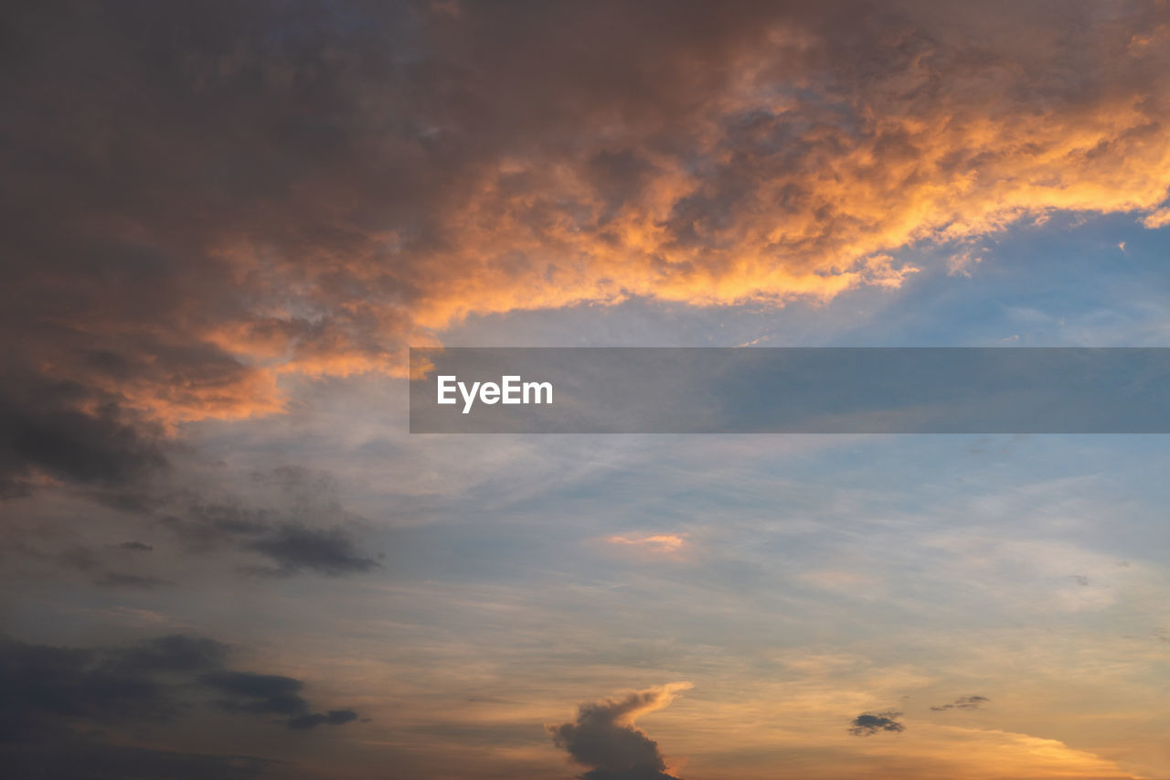 cloud - sky, sky, beauty in nature, sunset, scenics - nature, low angle view, orange color, tranquility, tranquil scene, nature, idyllic, no people, outdoors, dramatic sky, cloudscape, full frame, backgrounds, overcast, sunlight, meteorology, romantic sky