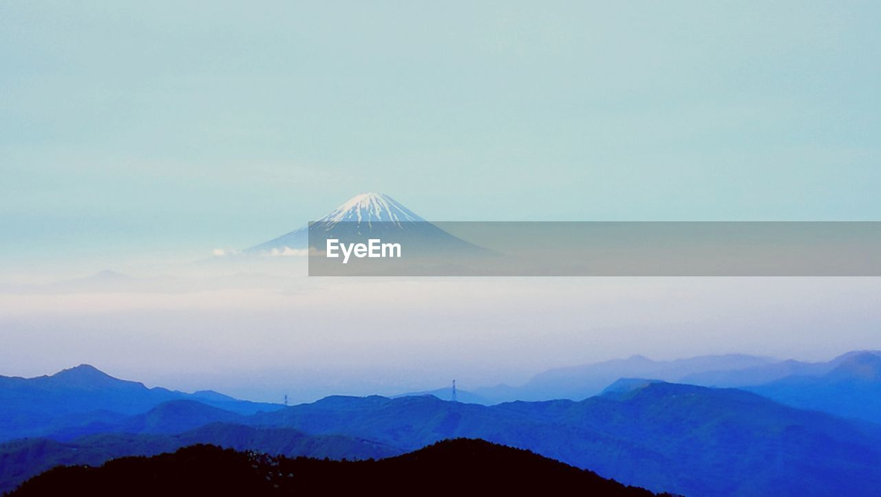 mountain, beauty in nature, nature, scenics, tranquil scene, tranquility, no people, outdoors, sky, fog, landscape, mountain range, day, peak