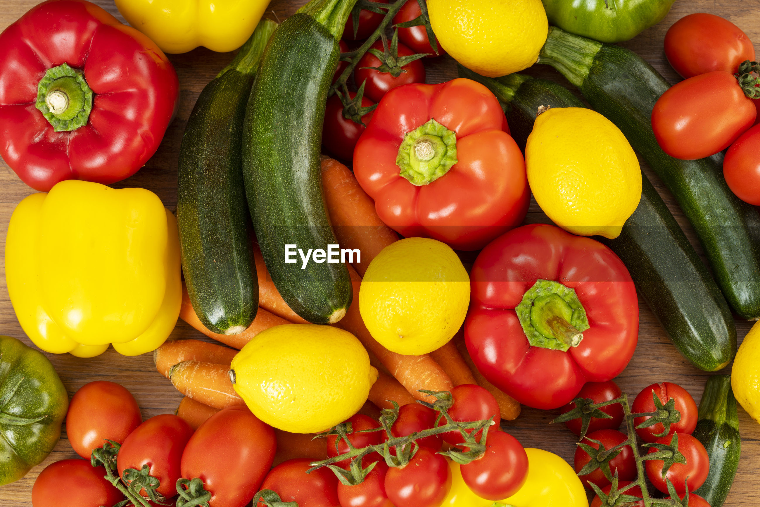HIGH ANGLE VIEW OF MULTI COLORED BELL PEPPERS IN BASKET