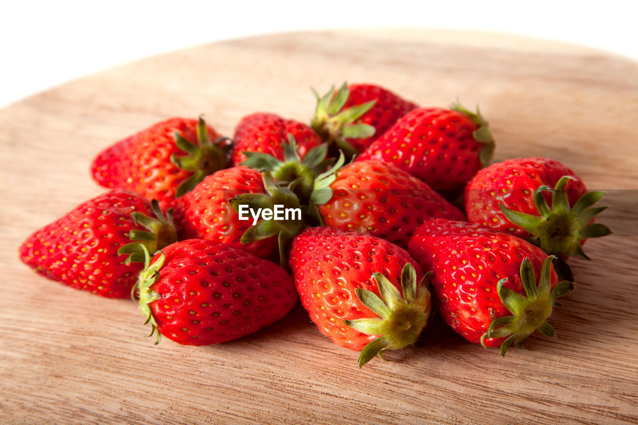 strawberry, red, fruit, healthy eating, berry fruit, food and drink, food, freshness, wellbeing, table, still life, close-up, indoors, no people, focus on foreground, wood - material, group of objects, juicy, ripe, medium group of objects