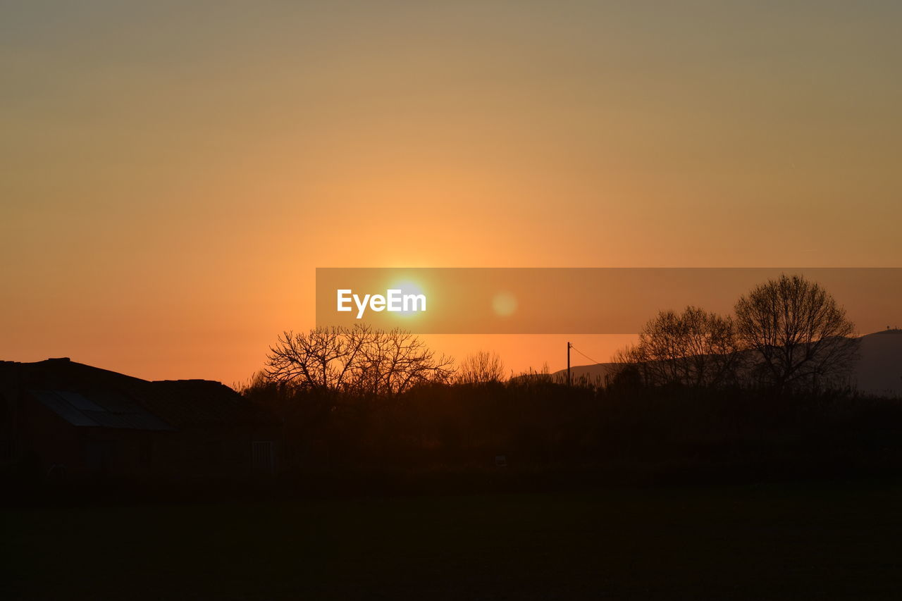 sunset, sky, silhouette, scenics - nature, beauty in nature, orange color, sun, tranquil scene, tree, tranquility, no people, landscape, plant, environment, non-urban scene, idyllic, nature, field, land, outdoors