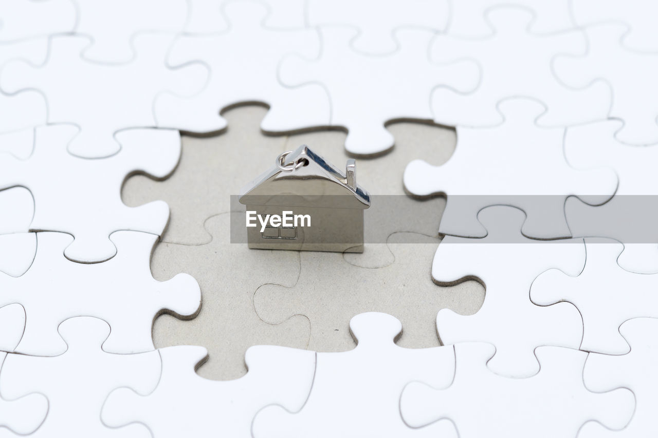 puzzle, jigsaw piece, jigsaw puzzle, solution, leisure games, indoors, connection, pattern, no people, white color, full frame, relaxation, close-up, design, backgrounds, leisure activity, shape, high angle view, paper, complexity