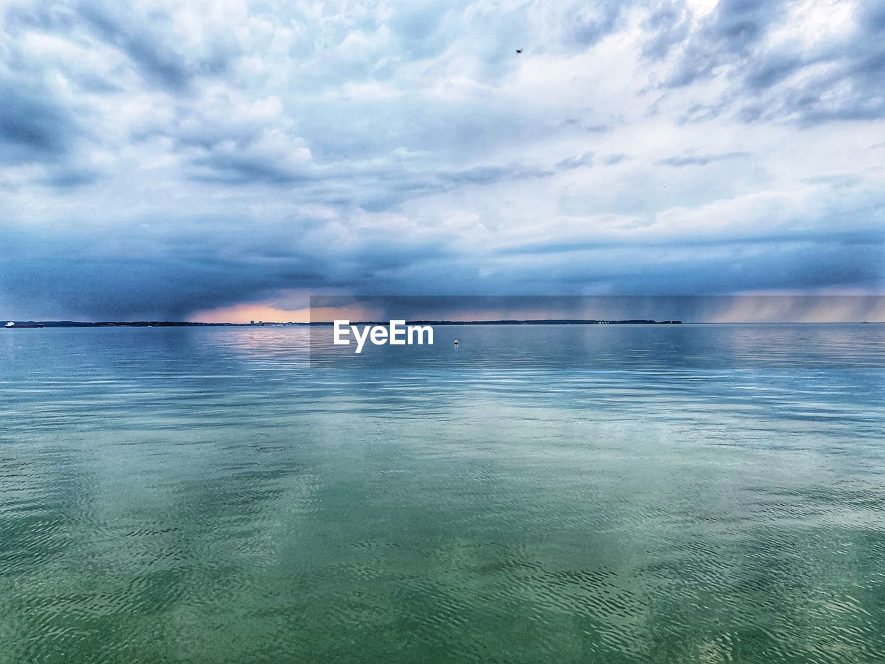 sky, cloud - sky, scenics - nature, beauty in nature, water, sea, tranquil scene, tranquility, waterfront, horizon over water, horizon, idyllic, nature, no people, non-urban scene, reflection, day, outdoors