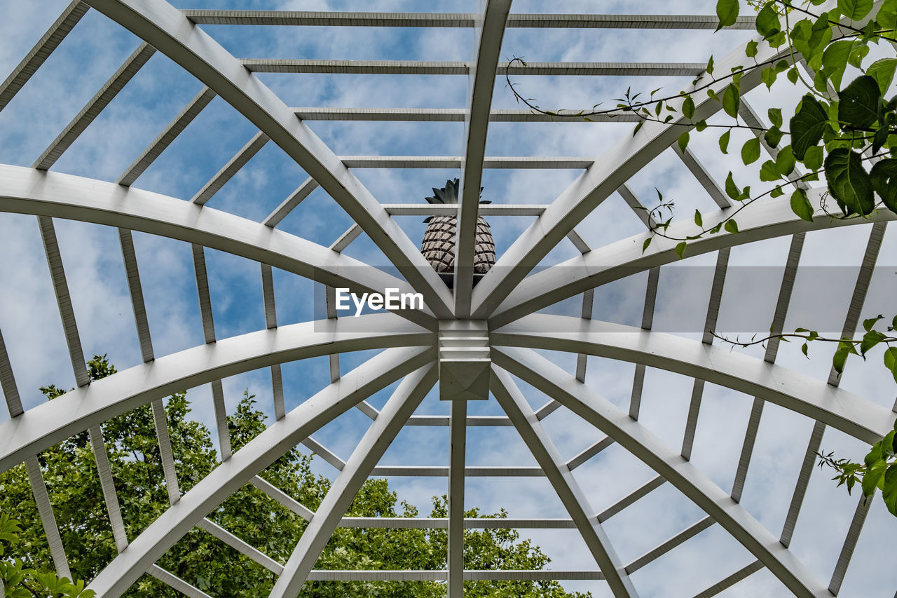 LOW ANGLE VIEW OF SKYLIGHT AGAINST SKY SEEN THROUGH METAL STRUCTURE