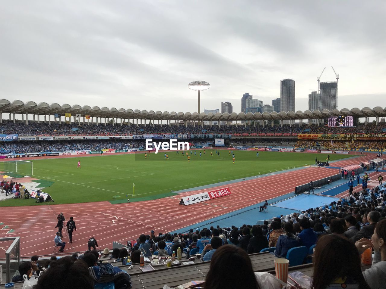 large group of people, real people, stadium, crowd, sport, spectator, men, sky, watching, cloud - sky, day, leisure activity, lifestyles, teamwork, outdoors, competition, sports track, audience, architecture, fan - enthusiast, people