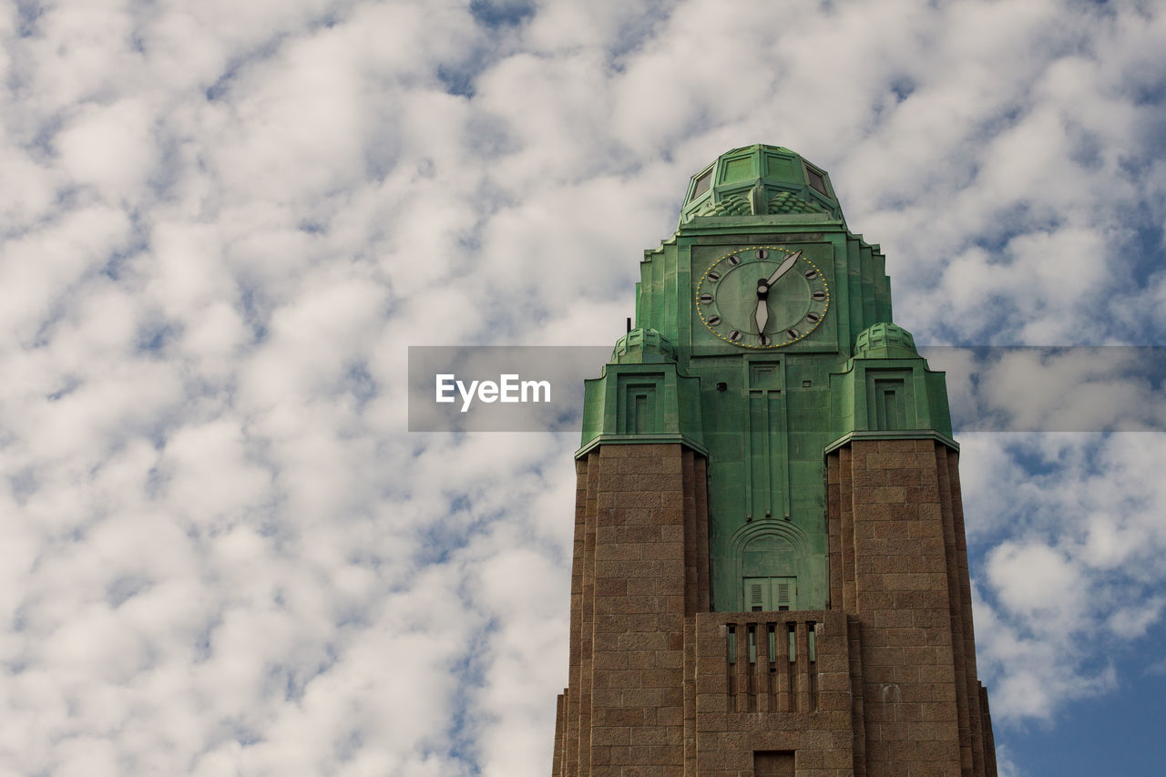 LOW ANGLE VIEW OF CLOCK TOWER AGAINST SKY AND BUILDING