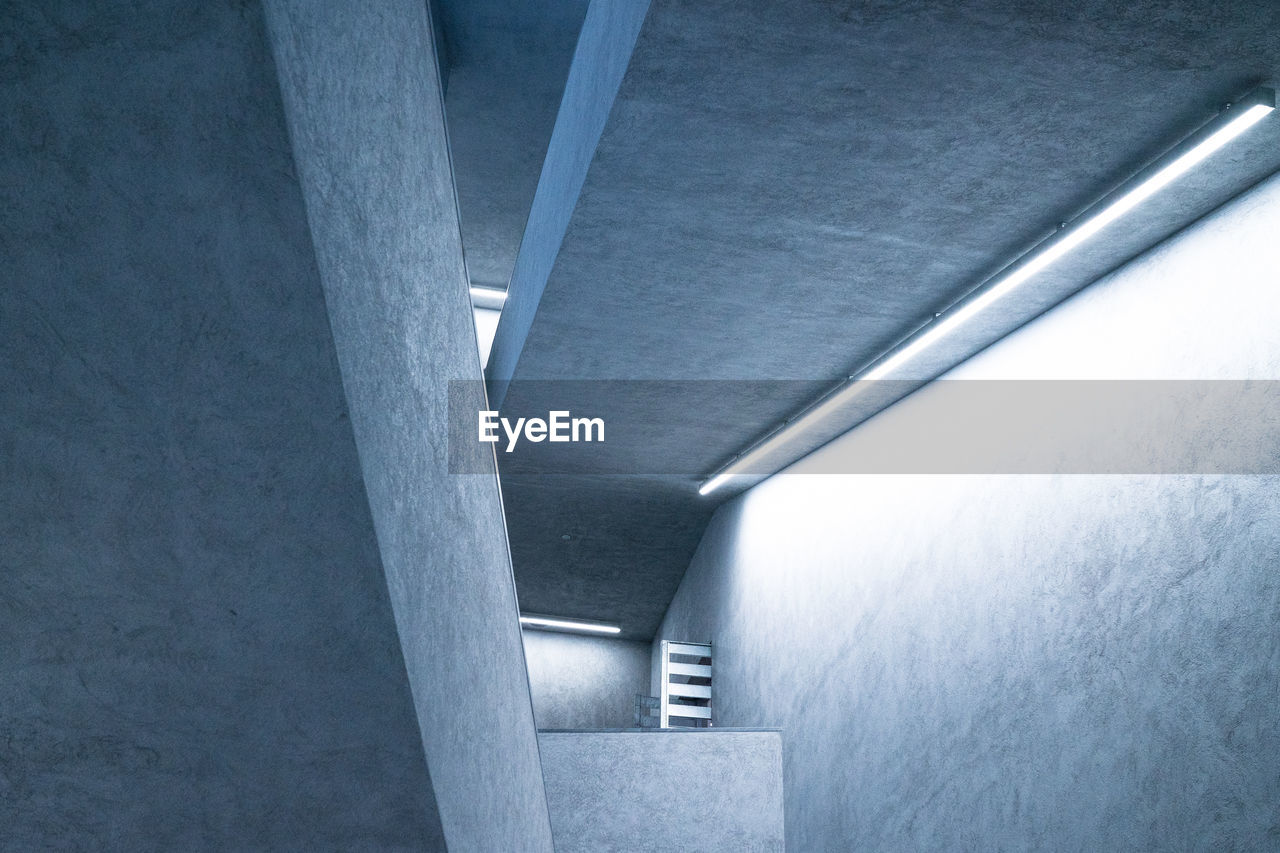 architecture, built structure, indoors, no people, architectural column, day, underneath, parking garage