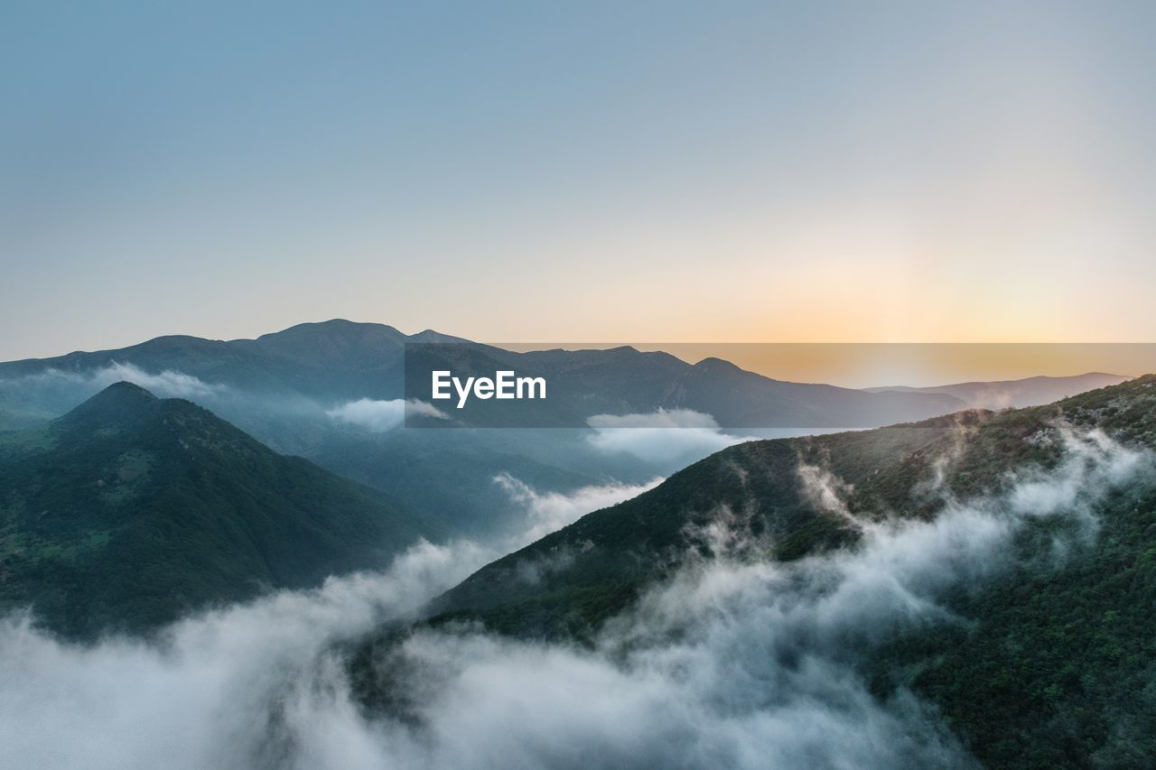 IDYLLIC SHOT OF MOUNTAIN RANGE AGAINST CLEAR SKY