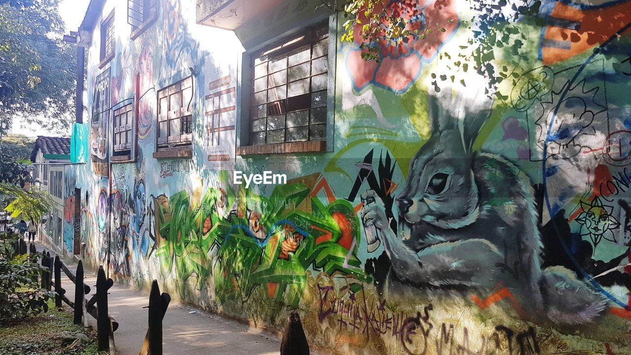 graffiti, art and craft, creativity, multi colored, built structure, day, architecture, outdoors, no people, building exterior, animal themes, nature
