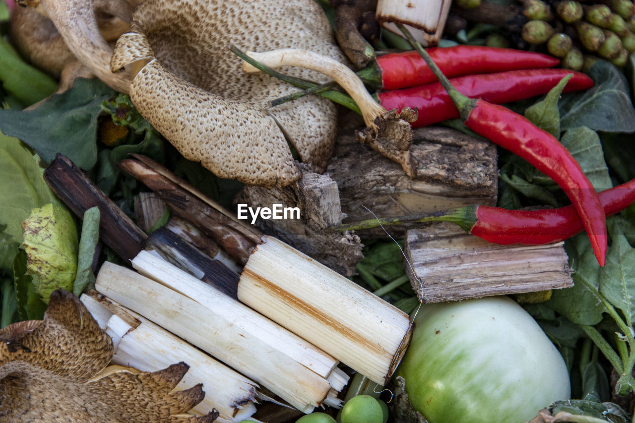 food and drink, freshness, food, wellbeing, healthy eating, vegetable, no people, large group of objects, close-up, still life, leaf, market, plant part, day, red, root vegetable, raw food, choice, spice, high angle view, common beet