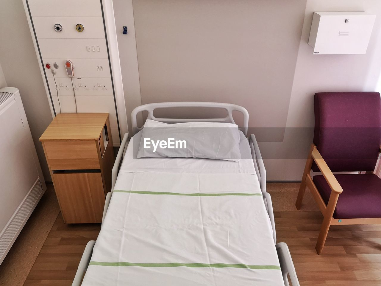 bed, furniture, indoors, absence, empty, pillow, no people, bedroom, domestic room, flooring, white color, home interior, linen, home showcase interior, white, hospital, home, high angle view, healthcare and medicine, seat