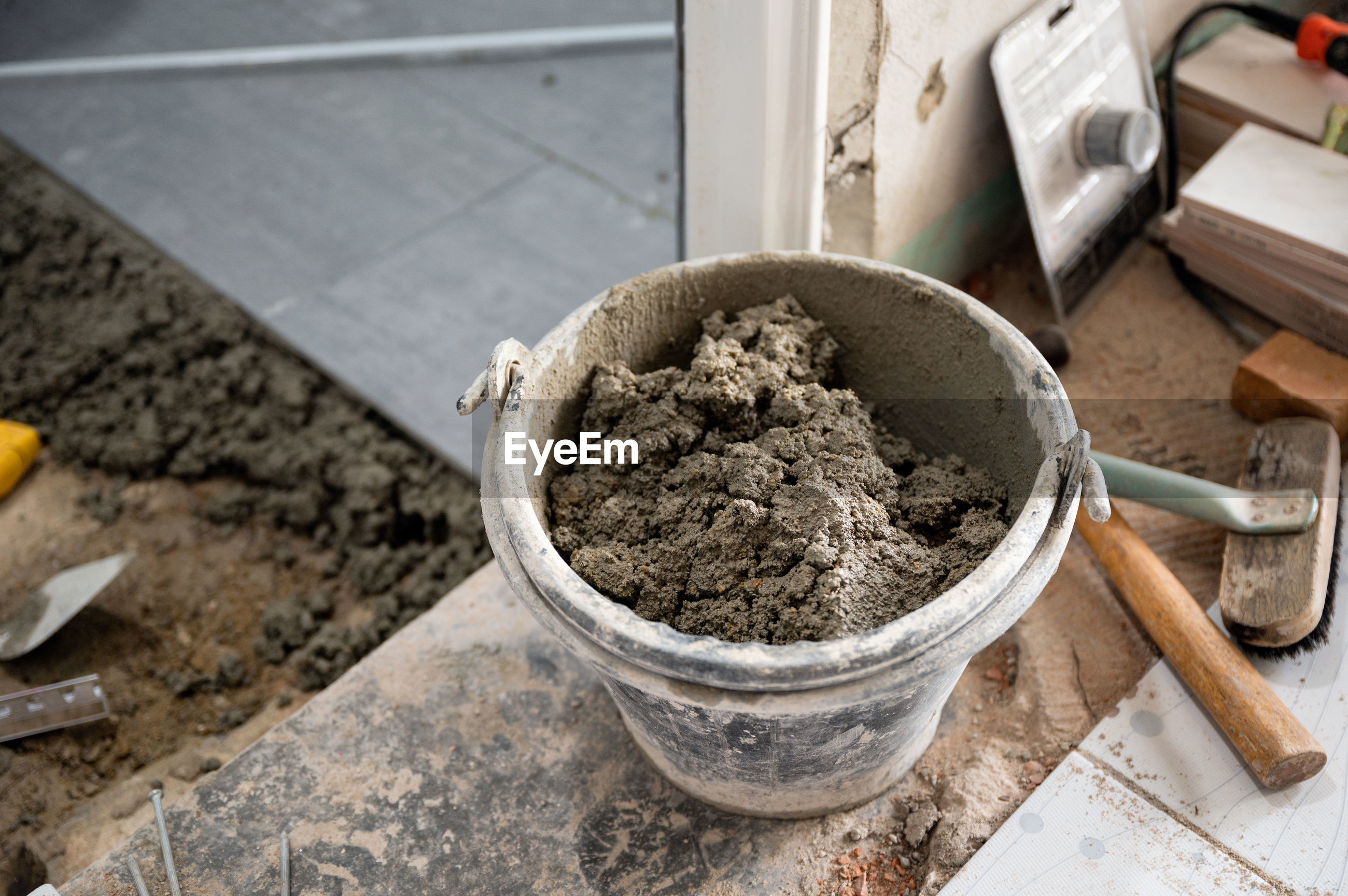 HIGH ANGLE VIEW OF FOOD IN CONTAINER ON POTTED PLANT