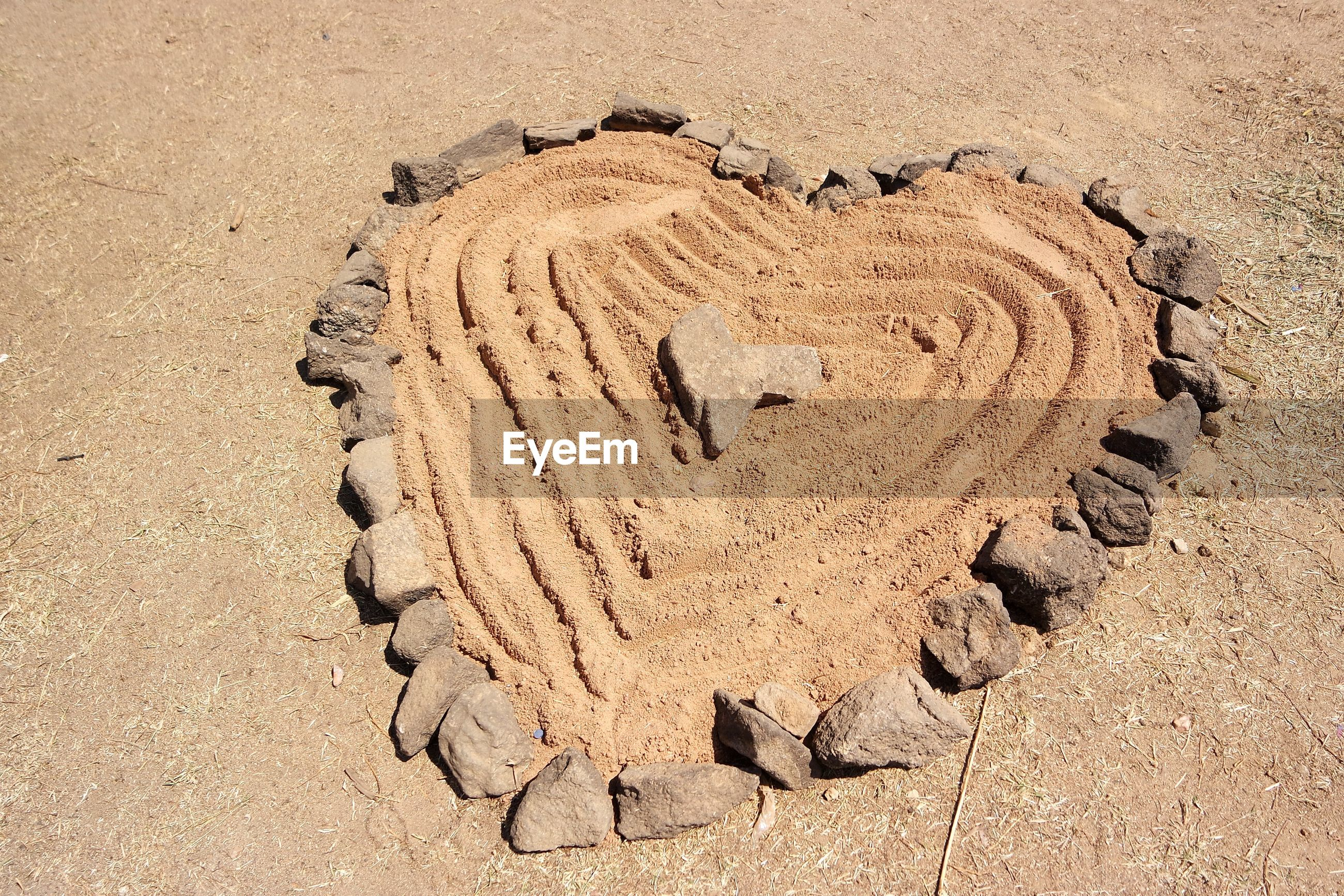 HIGH ANGLE VIEW OF HEART SHAPE SAND ON BEACH