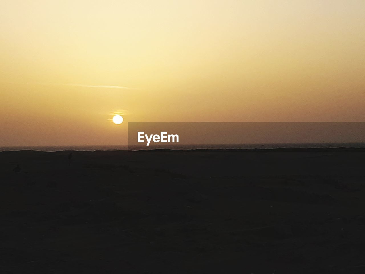 sky, sunset, scenics - nature, beauty in nature, sun, tranquil scene, tranquility, orange color, silhouette, copy space, non-urban scene, idyllic, environment, landscape, nature, no people, clear sky, land, horizon, outdoors, arid climate
