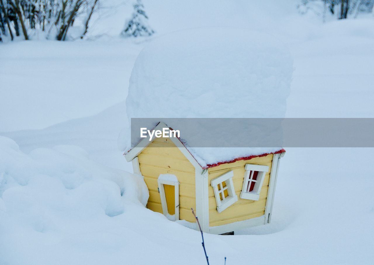 snow, winter, cold temperature, white color, nature, no people, field, day, focus on foreground, covering, land, beauty in nature, tranquility, architecture, scenics - nature, outdoors, close-up, frozen, deep snow, powder snow