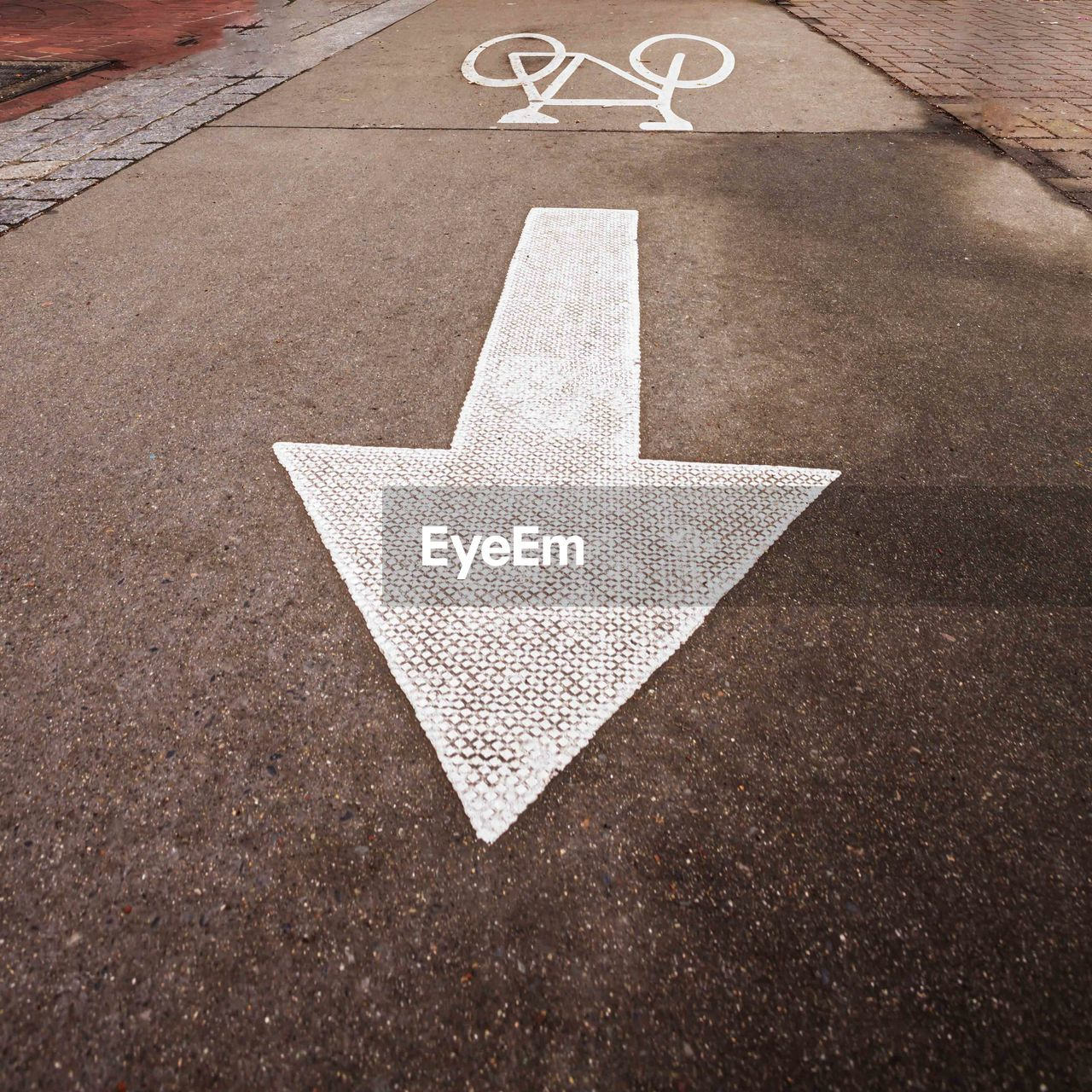 arrow symbol, sign, direction, symbol, communication, no people, transportation, guidance, road, city, road marking, street, footpath, marking, the way forward, directional sign, day, outdoors, asphalt, sidewalk