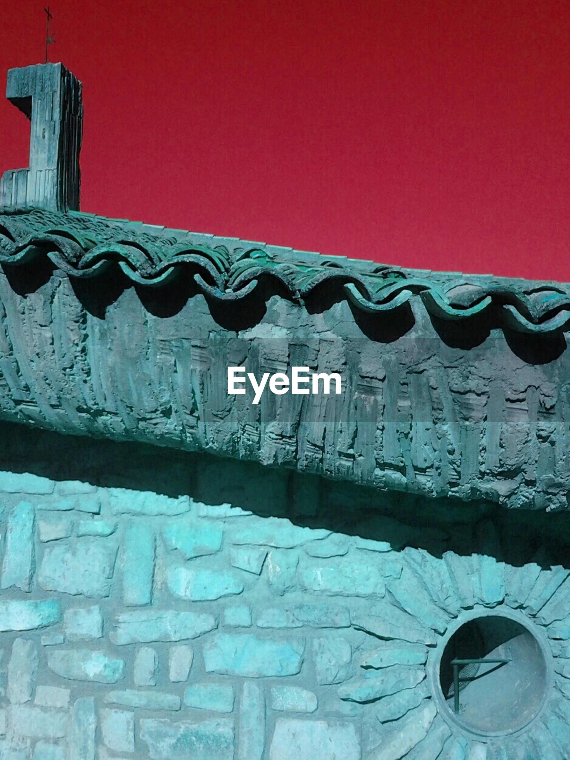 built structure, architecture, building exterior, wall - building feature, red, pattern, art and craft, design, clear sky, art, copy space, no people, low angle view, creativity, outdoors, decoration, multi colored, wall, day, protection