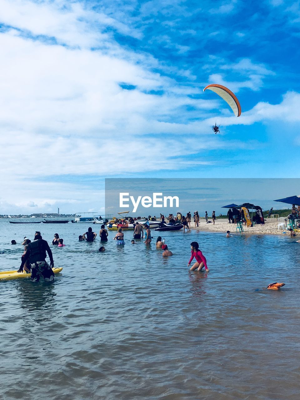 water, sky, real people, leisure activity, adventure, group of people, sport, sea, extreme sports, large group of people, lifestyles, cloud - sky, waterfront, crowd, day, nature, trip, vacations, holiday, outdoors, horizon over water, kiteboarding