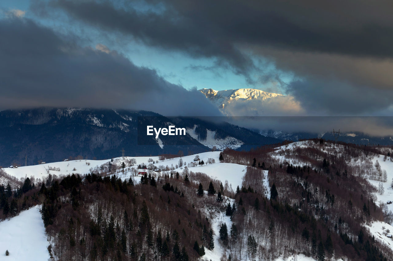 PANORAMIC VIEW OF SNOW MOUNTAINS AGAINST SKY