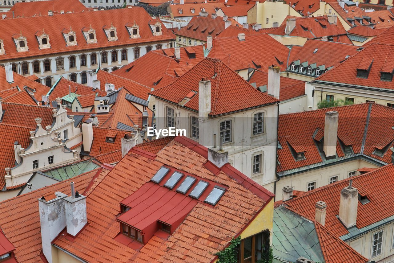 building exterior, architecture, built structure, roof, building, residential district, house, roof tile, city, high angle view, no people, town, day, outdoors, full frame, human settlement, red, window, nature, townscape, row house