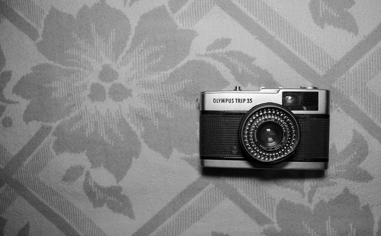 retro styled, old-fashioned, indoors, single object, technology, no people, photography themes, music, close-up, camera - photographic equipment, day