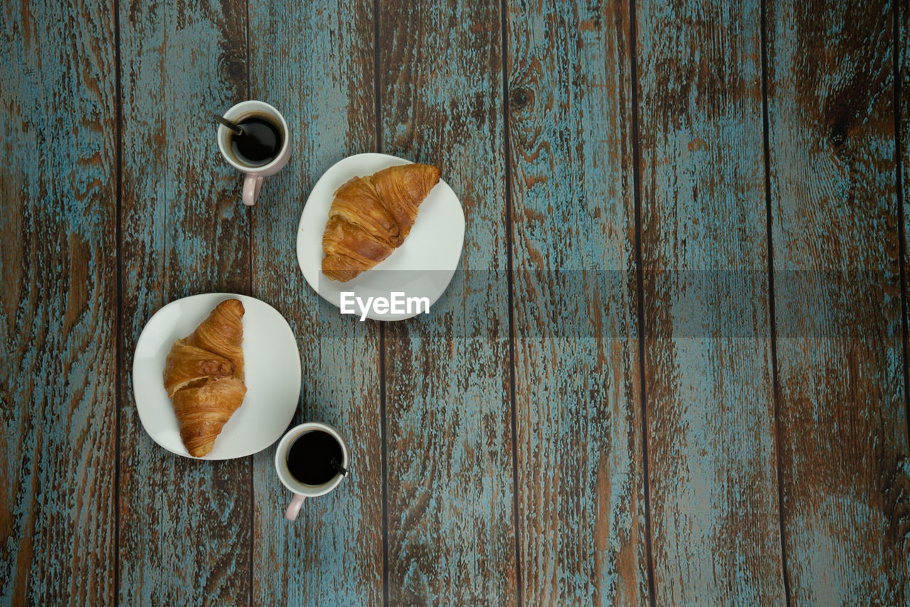 food and drink, cup, coffee cup, coffee, mug, wood - material, coffee - drink, table, freshness, food, drink, directly above, refreshment, no people, indoors, still life, breakfast, hot drink, cappuccino, meal, non-alcoholic beverage, french food, snack