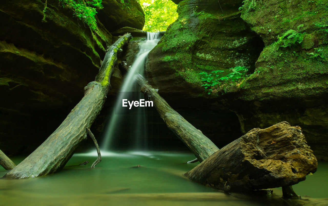 Kaskaskia canyon waterfall at starved rock state park