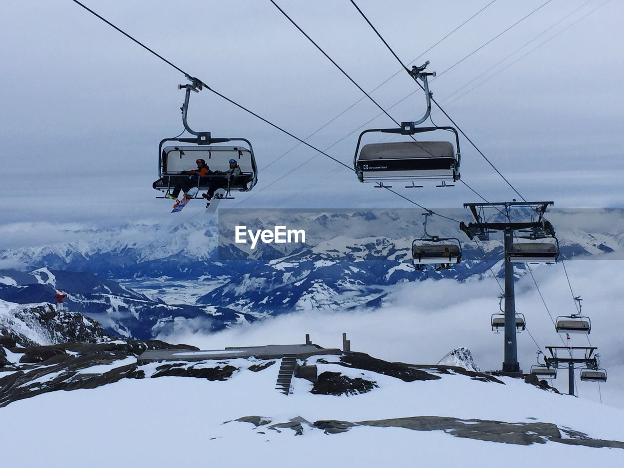 cold temperature, snow, winter, weather, transportation, nature, overhead cable car, ski lift, cable, sky, mountain, beauty in nature, scenics, day, adventure, snowcapped mountain, mode of transport, frozen, outdoors, cloud - sky, hanging, real people, technology
