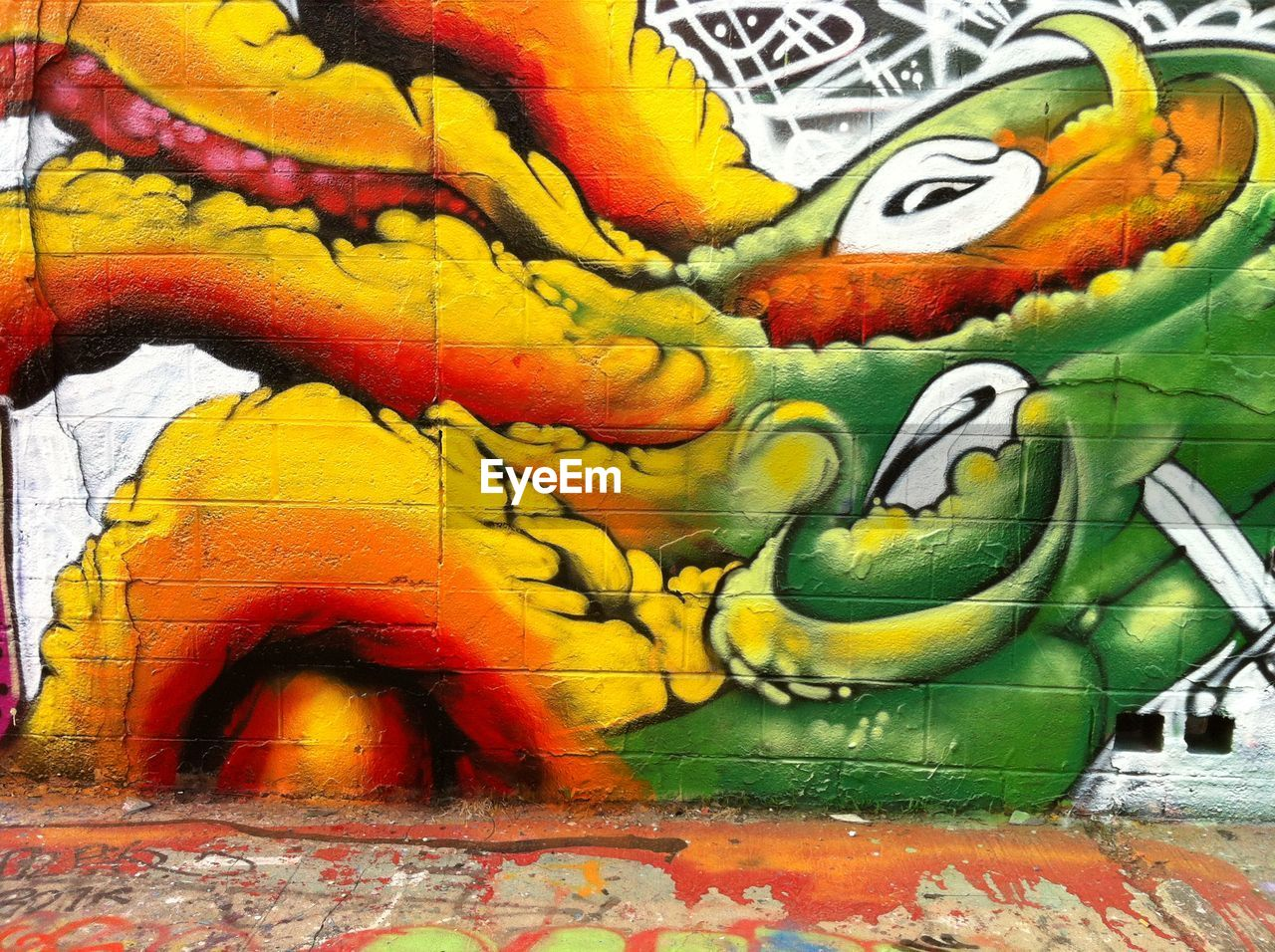 graffiti, art and craft, multi colored, day, no people, painted image, close-up, outdoors