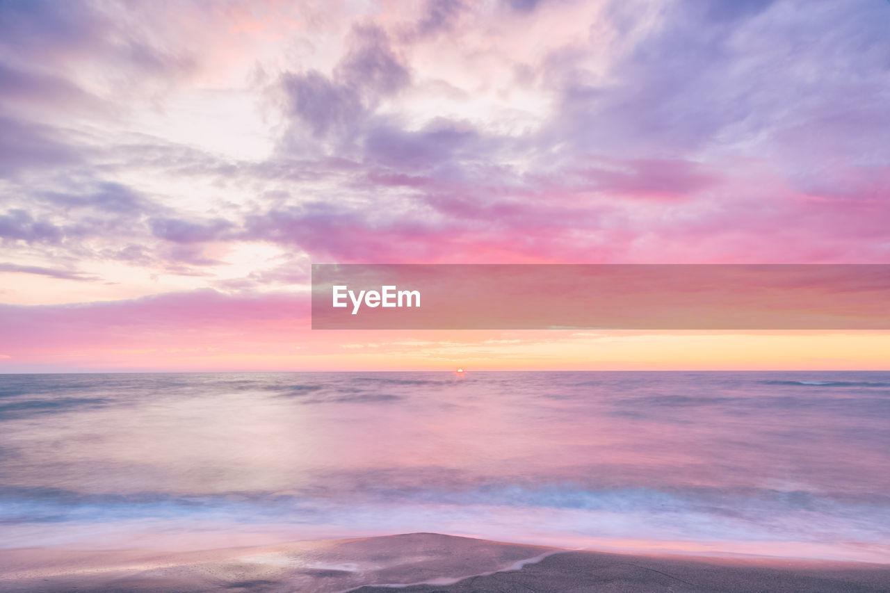 sky, cloud - sky, beauty in nature, sunset, sea, scenics - nature, horizon, horizon over water, water, tranquil scene, tranquility, idyllic, beach, no people, land, nature, orange color, outdoors, non-urban scene
