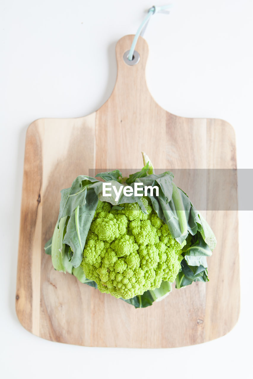 food and drink, healthy eating, food, wellbeing, freshness, vegetable, cutting board, wood - material, indoors, directly above, green color, still life, high angle view, no people, table, kitchen utensil, raw food, close-up, eating utensil, knife, table knife, chopped