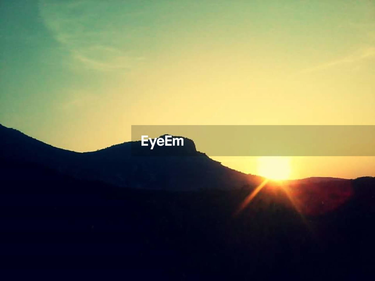 sun, silhouette, sunset, sunbeam, nature, sunlight, mountain, bright, beauty in nature, tranquility, scenics, no people, tranquil scene, landscape, outdoors, sky, day