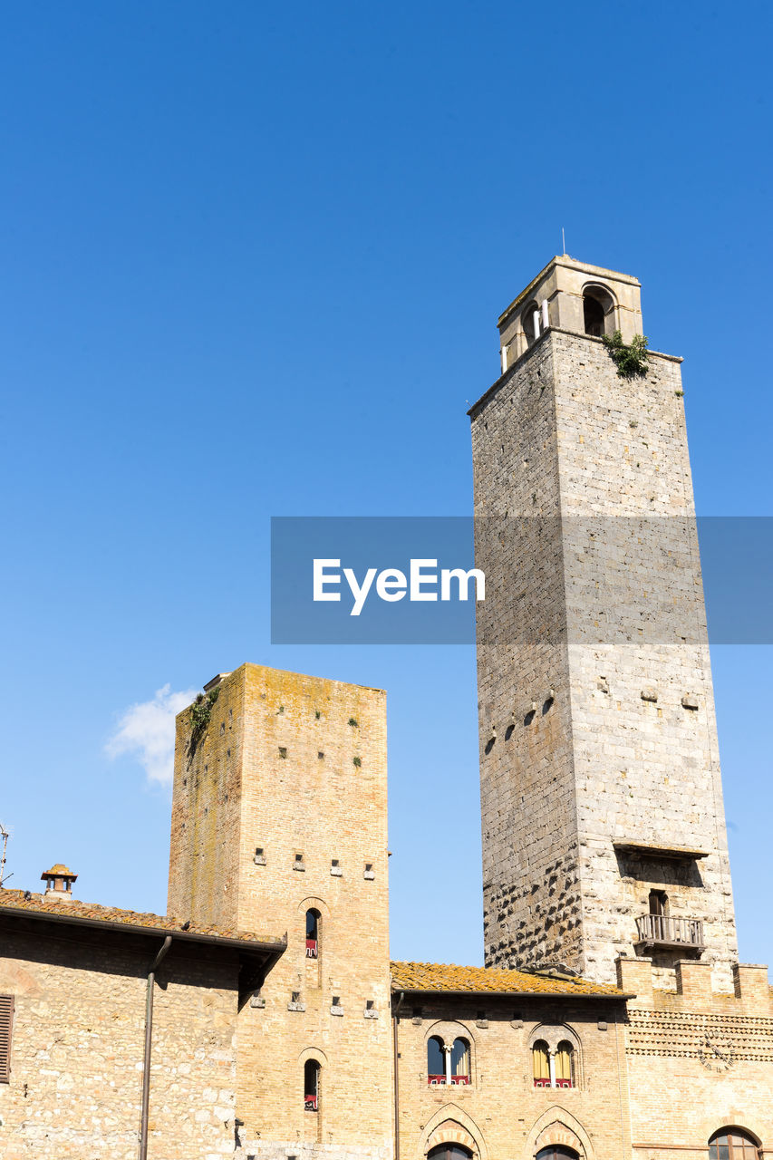 architecture, built structure, sky, building exterior, building, low angle view, history, tower, blue, the past, clear sky, nature, day, no people, tourism, sunlight, fort, tall - high, copy space, travel destinations, outdoors