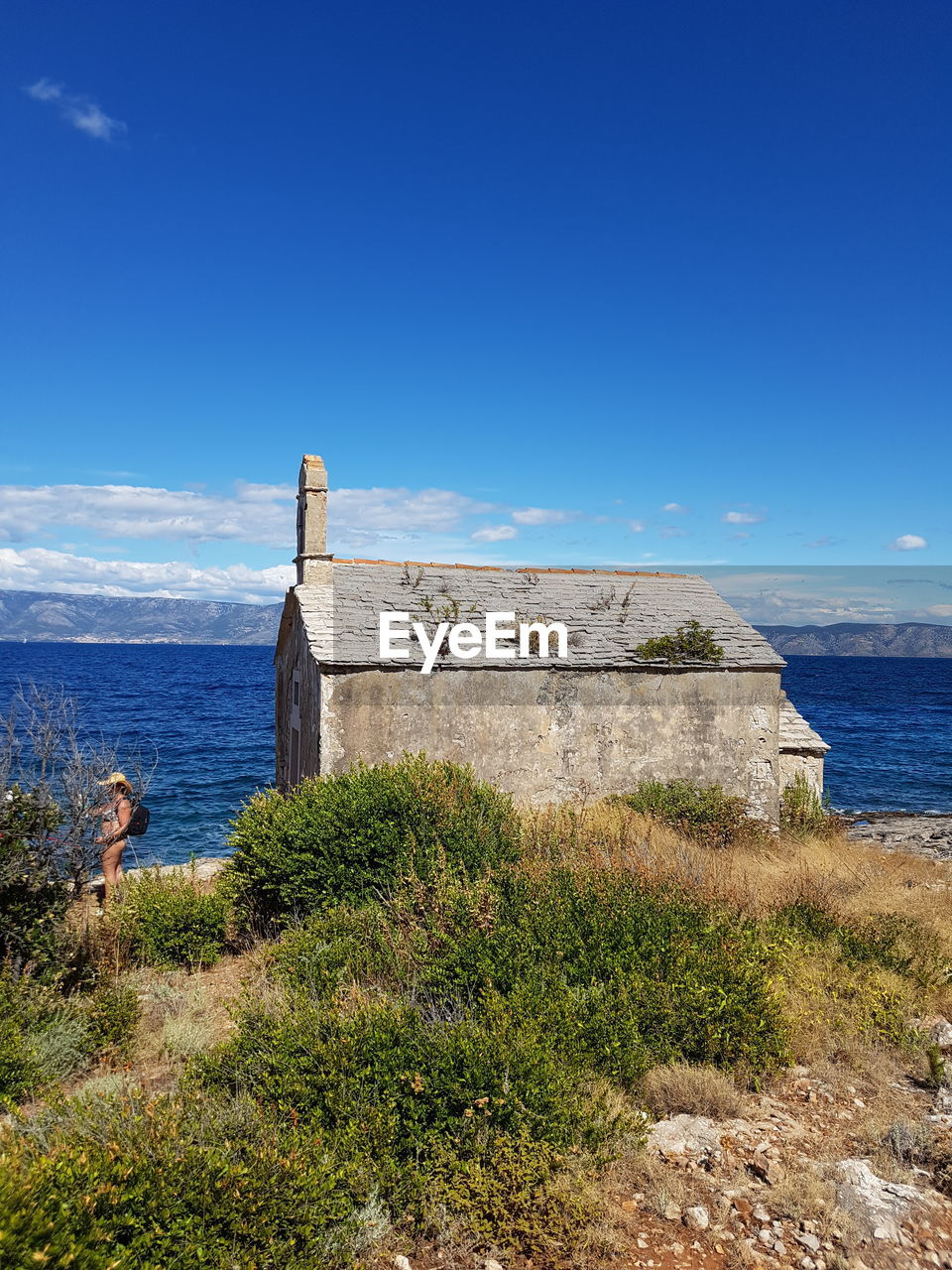 sea, nature, water, horizon over water, history, day, outdoors, architecture, beauty in nature, scenics, built structure, blue, sky, real people, grass