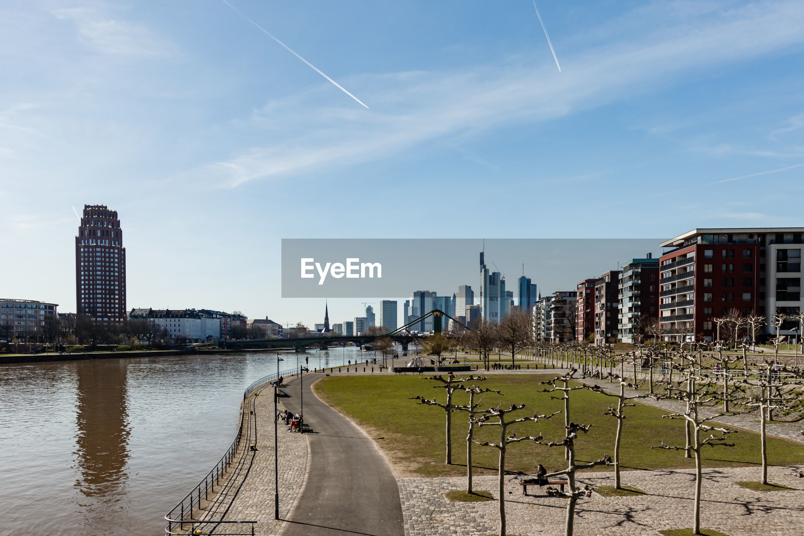 PANORAMIC VIEW OF RIVER AND CITY BUILDINGS AGAINST SKY