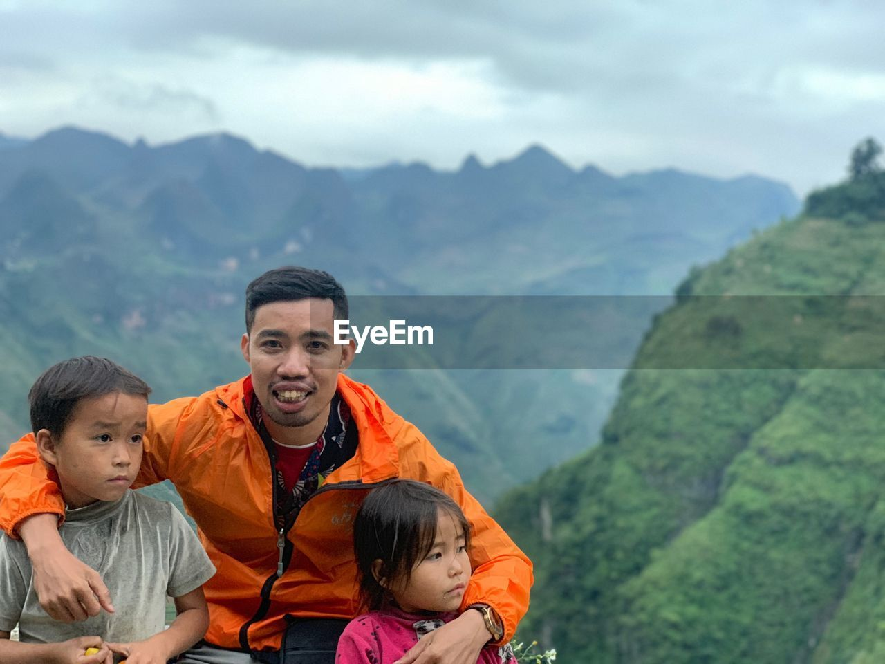 mountain, men, togetherness, childhood, real people, family, leisure activity, lifestyles, males, child, beauty in nature, group of people, nature, non-urban scene, bonding, portrait, father, females, scenics - nature, mountain range, son, outdoors
