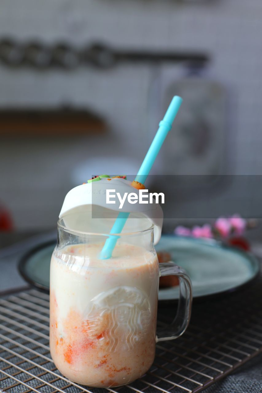 food and drink, refreshment, drink, straw, drinking straw, food, freshness, focus on foreground, close-up, table, still life, glass, drinking glass, household equipment, coffee, milk, no people, dairy product, indulgence, indoors, place mat, temptation, non-alcoholic beverage