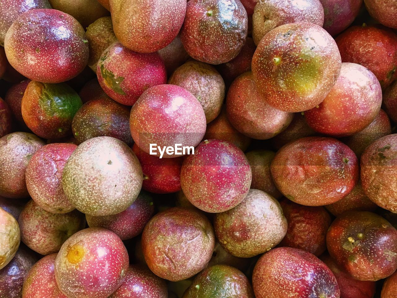 FULL FRAME SHOT OF FRESH FRUITS IN MARKET
